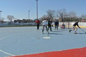 Des hockeyeurs au parc Jarry