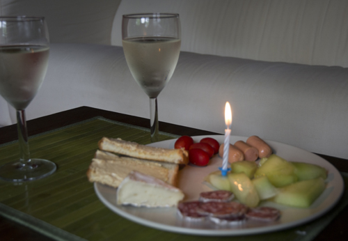 Le diner anniversaire (correspond au déjeuner en France). Très bon cidre québécois, du saucisson et du fromage pour se rappeler le bonheur de vivre en France.