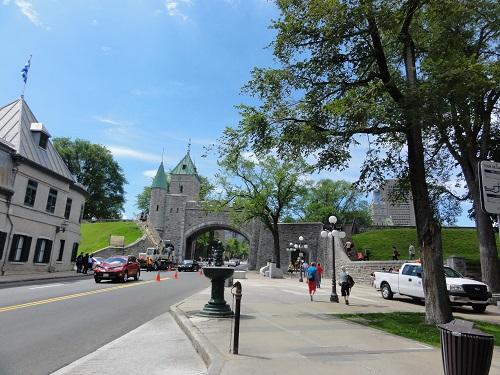 La porte Saint-Louis vue de l'intérieur des remparts