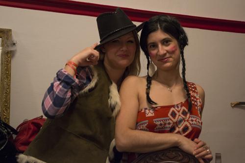 Sol la cow girl et Pocahontas !