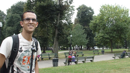 Alex dans le Boston Common