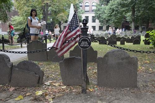 Il ne faudrait pas que Djack se soulage sur une pierre dans le cimetière