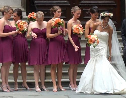 Mariée avec ses demoiselles d'honneur