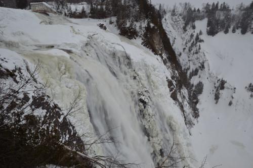 Les chutes de Montmorency en plein hiver