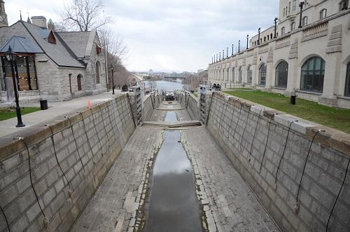 Le canal Rideau, un peu à sec...
