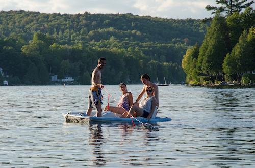 En pédalo sur le lac Beaulac - Chertsey (Québec)