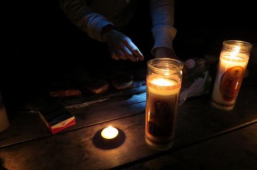 Et quelles belles bougies ! C'est une ambiance mystique.