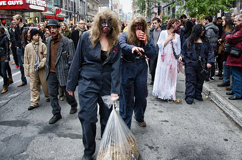 Les zombies errent dans la ville de Montréal