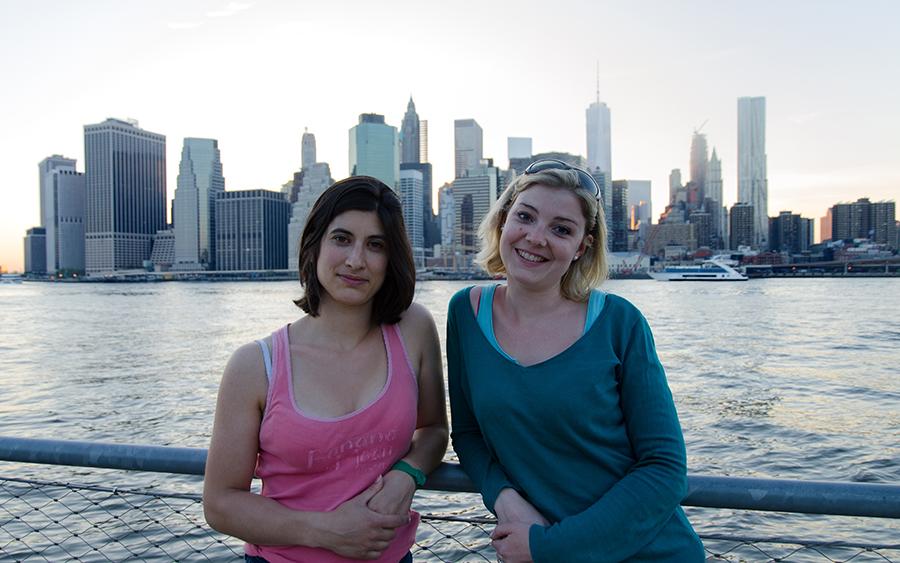 Marion et Mathilde devant Manhattan